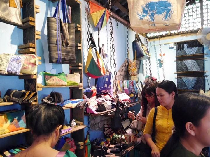 チュチュの店内はハイセンスな雑貨であふれる。買い物していて楽しい(ヤンゴン・ダラ地区)