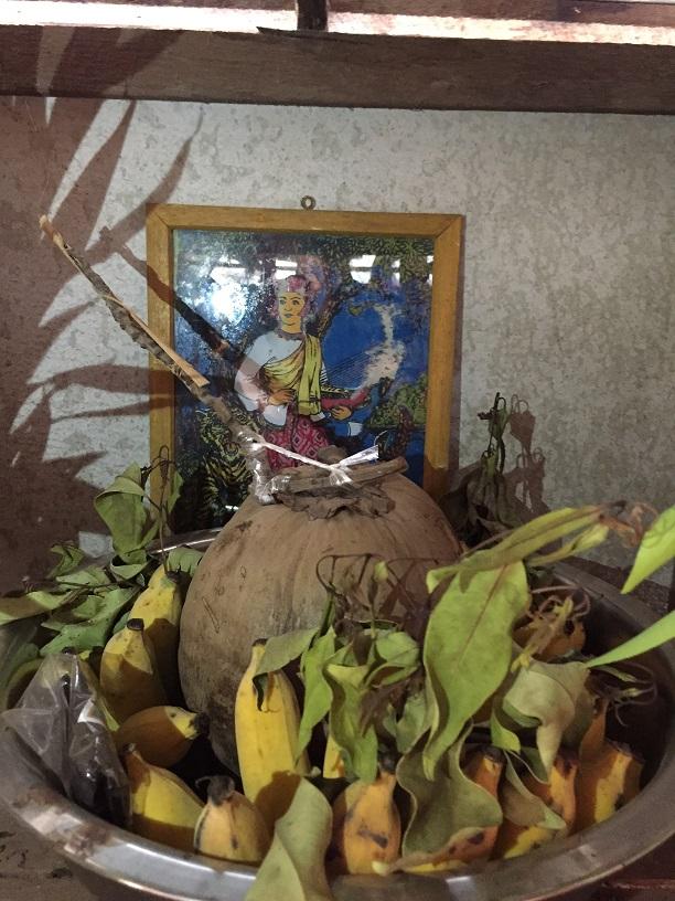祭壇にまつられた土着神ウーシンジー