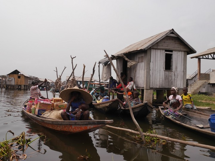 """アフリカ最大の水上集落ガンビエ。""""アフリカのベネチア""""の異名もとるが、ベナンの中でも貧しいエリア。ベネチア感はない"""