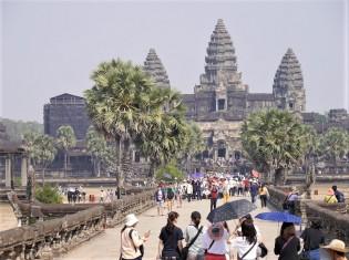 普段なら観光客でにぎわうカンボジアのアンコールワット。新型コロナウイルスの影響はカンボジアの観光業にとって大打撃だ