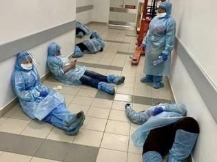 新型コロナウイルスの感染拡大に伴い、疲弊する医療現場