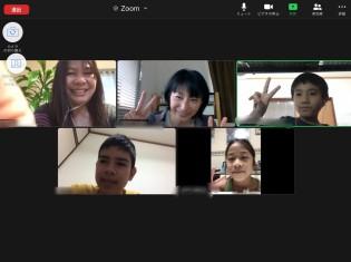 ウェブ会議サービス「Zoom」を使ったフィリピン人の子どもたちの学習風景