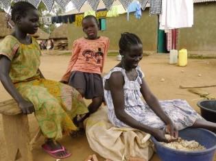 ウガンダのキリヤンドンゴ難民居住地で生活するアチョリ人の女性だけの世帯(2018年8月撮影)