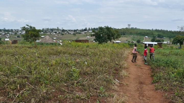 キリヤンドンゴ難民居住地のようす(2018年8月撮影)。新型コロナウイルスの影響を受け、ウガンダ政府はこの4月、難民への食料援助を30%削減すると発表した