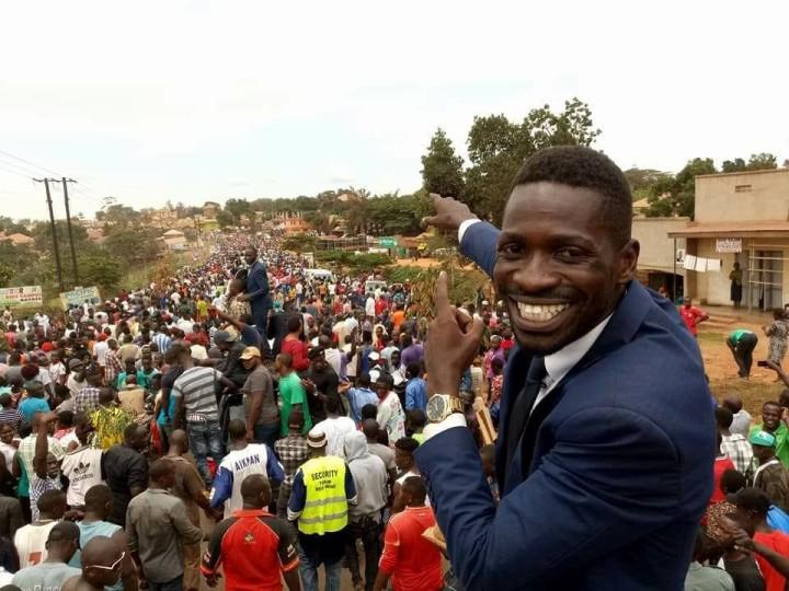 2017年のチャドンド東地区の補欠選挙、多くの人がボビ・ワインを支持した(2017 Bobi Wine Facebookより)