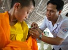 看護師が子どもにワクチンを打つようす(記事とは関係ありません)(Pexels)。途上国でのワクチン接種は、「ユニバーサル・ヘルス・カバレッジ(UHC)の達成」につながる。UHCとは、すべての人が、病気の予防や治療などに必要なサービスを、支払い可能な費用で受けられること。UHCに「ワクチンへのアクセスを含む」という文言を入れたのは、ルセフ元大統領が率いたブラジル。だがブラジルはいま、新型コロナの予防ワクチンを途上国に届けることに反対の立場だ