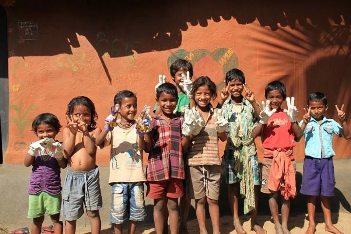 PBPコットンプロジェクトによる支援で復学した子どもたち(写真提供:PBP COTTON 葛西龍也氏)