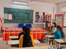 メンター教師を中心に、校長、教員能力開発コーディネーター、教師が参加し、生徒の学びをどう助けるかを話しあっているようす。こうした取り組みは、デリーではコロナ禍以前の2017年からデリーで実施されている。学習向上サイクル(Learning Improvement Cycle=LIC)と呼ぶ