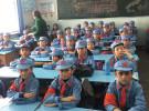 アフメット氏によれば、新疆ウイグル自治区で親が強制収容された子どもたちは、中国政府が引き取って「子ども専用の施設」(写真)に入れるという。そこで洗脳教育がおこなわれ、服装など外見も中国らしいものに変える