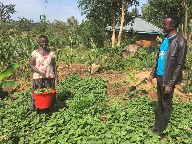 カボンド地区の住民。トイレを設置する費用を自ら稼ぐため、農業技術の指導も受けた