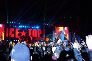 鋭い切れ味のポリティカルラップが特徴のグループ「ICETOP」の20周年ライブのようす。ラブソングやコミカルな歌も歌う(ウランバートルで2016年、島村氏が撮影)