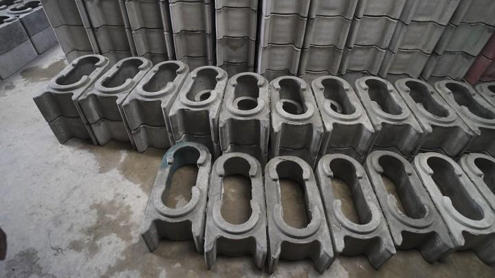 乾燥中のツイストブロック。接続部分が段になっていてきれいに積めるようになっている